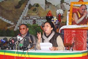 """Speaker Karma Choephel (L) and Deputy Speaker Gyari Dolma (R) preside over the Tibetan """"Special Meeting"""" in Dharamsala, India, on Nov. 22, 2008."""