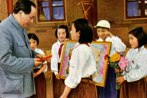 A painting of Mao Zedong greeting members of the Young Pioneers of China, a mass youth organization for children aged six to 14, in 1952.
