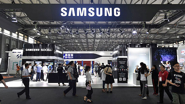 People visit a booth displaying smartphones and electronics made by the South Korean multinational conglomerate Samsung at the Mobile World Conference in Shanghai, June 27, 2018.