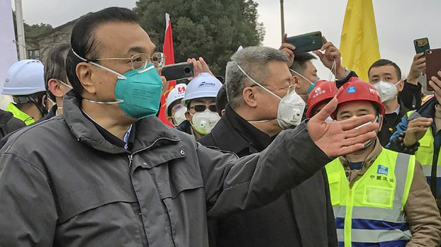 China's Premier Li Keqiang (L) gestures during a visit to a construction site of a new hospital being built to treat patients of a deadly virus outbreak in Wuhan, central China's Hubei province, Jan. 27, 2020.