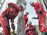 Employees of China's Sinopec work on a platform at the oil giant's Fuling shale gas project in southwestern China's Chongqing municipality, May 24, 2016.