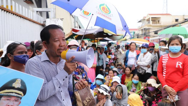 Rong Chhun leads a demonstration by laid-off workers in Phnom Penh, July 24, 2020.
