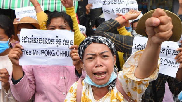 Supporters of Rong Chhun, leader of the Cambodian Confederation of Unions, hold placards during a protest in front of the Phnom Penh Municipal Court, Aug. 1, 2020.