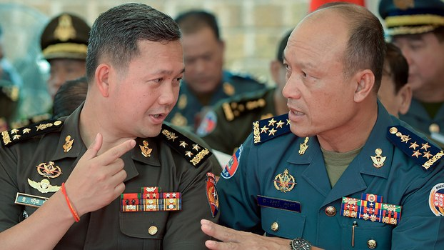 Lieutenant General Hun Manet (L) speaks to Cambodia's Military Police chief Sao Sokha (R) at the Ministry of National Defense in Phnom Penh, June 30, 2018.
