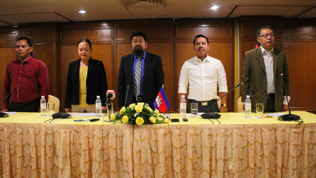 Former Cambodia National Rescue Party members (L-R) Kang Kimhak, Tep Sothy, Ou Chanroth, Chan Seyla, and Chiv Kata give a news conference about their decision to request political 'rehabilitation' in Phnom Penh, March 25, 2019.