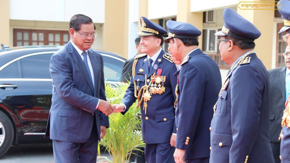 Interior Minister Sar Kheng, shaking hands with National Police Commissioner Neth Savoeun, May 16, 2020.
