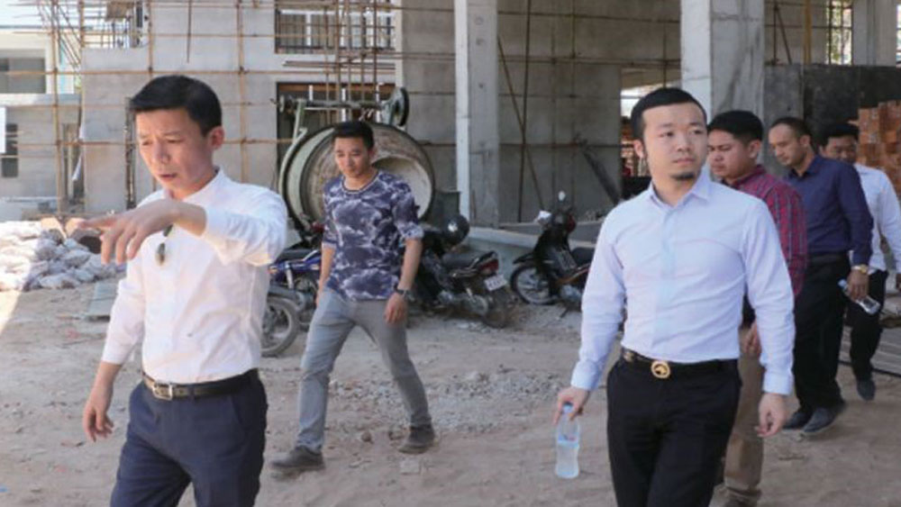 Chen Zhi pictured (right) , visiting a Prince Group construction site in Sihanoukville, accompanied by company vice president Qiu Guo Xing (left), in an advertorial in the Phnom Penh Post April 27, 2017
