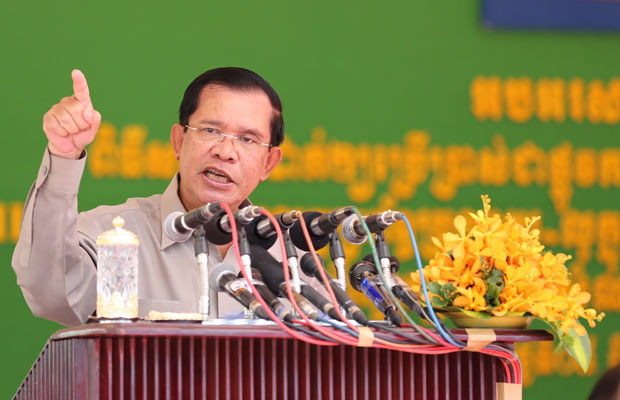 Hun Sen speaks at the inauguration of a drainage project in Phnom Penh, Nov. 5, 2015.