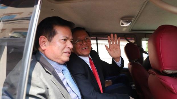 Kem Sokha travels by car to his trial at the Phnom Penh Municipal Court in Phnom Penh, Jan. 15, 2020.