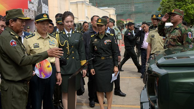 Cambodia's Defence Minister Tea Banh (L) speaks to China's Defence Minister Wei Fenghe (2nd L) during a visit to a military exhibition in Phnom Penh, June 19, 2018.
