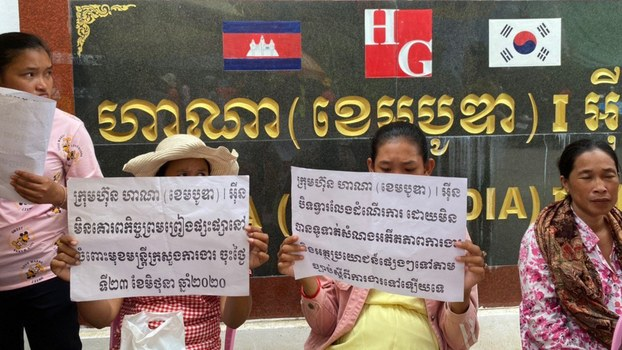 Garment workers from the Hana1 factory in Phnom Penh petition for compensation owed by their employers, July 1, 2020.