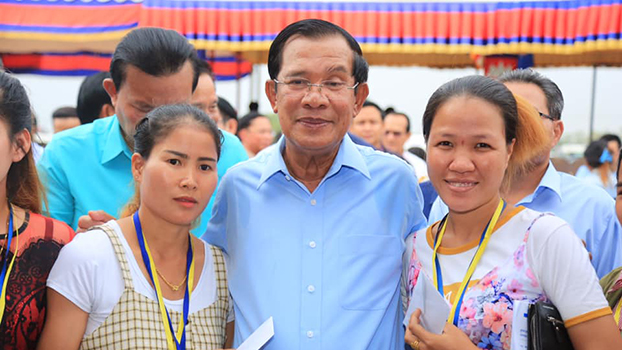 Hun Sen poses for pictures with pregnant workers Dec. 26 in Kandal province.