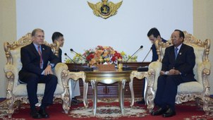 US Ambassador to Cambodia W Patrick Murphy (L) and Cambodia's Minister of Defense General Tea Banh (R) meet at the Office of the Council of Ministers in the capital Phnom Penh, Sept. 21, 2020.
