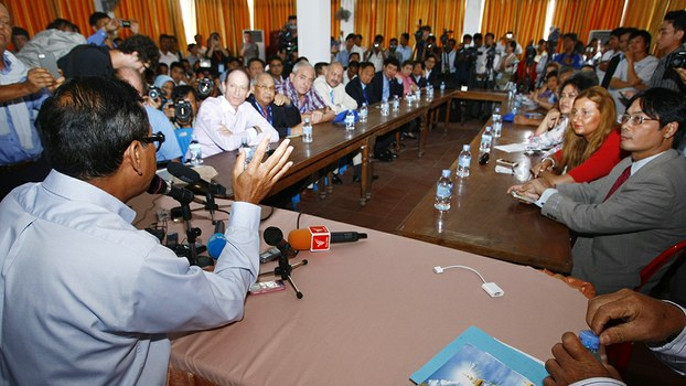 Former CNRP President Sam Rainsy meets with international observers ahead of Cambodia's general election in Phnom Penh, July 27, 2013.