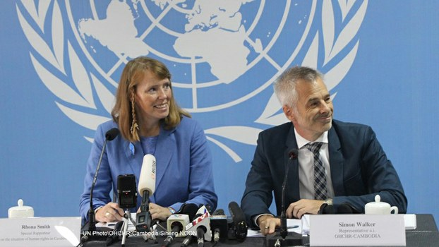 UN Special Rapporteur on Human Rights in Cambodia Rhona Smith (L) speaks to reporters at a press conference in Phnom Penh, May 9, 2019.