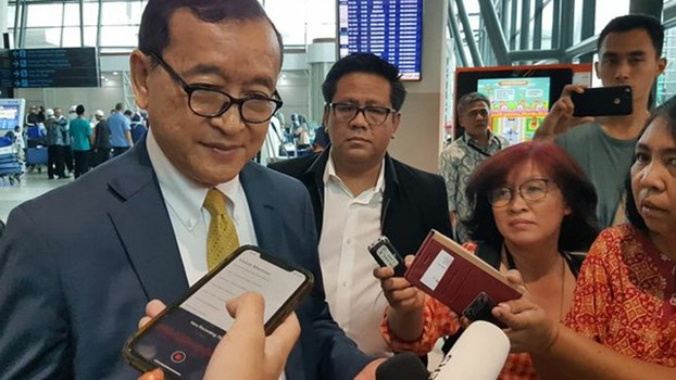 Cambodian opposition leader Sam Rainsy speaks to reporters in the airport in Kuala Lumpur, Malaysia, before flying to Indonesia, Nov. 14, 2019.