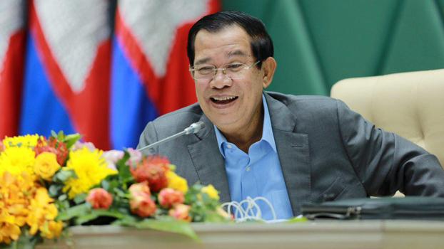 Hun Sen speaks during an environmental forum in Phnom Penh, Aug. 22, 2017.