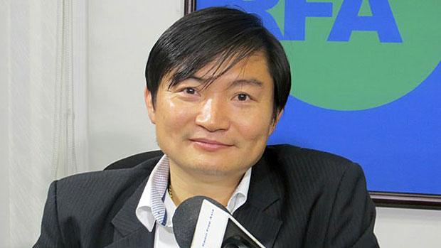Heng Sour, spokesperson for Cambodia's Labor Ministry, is shown in RFA's studio in Phnom Penh, Nov. 18, 2014.