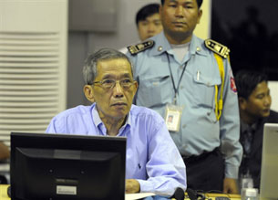 Former Khmer Rouge prison commander, Kaing Guek Eav (C), sits in the Extraordinary Chamber in the Courts of Cambodia in Phnom Penh, Feb. 17, 2009.