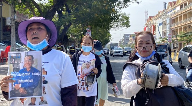 Prum Chantha (L), wife of jailed CNRP activist Kak Komphear, is shown protesting for her husband's freedom in an undated photo.