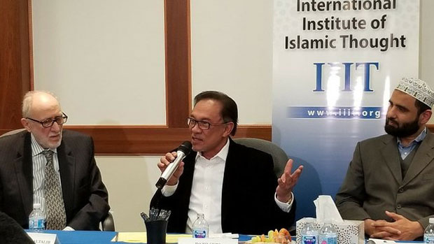 Senior Malaysian politician Anwar Ibrahim (center) speaks at the International Institute of Islamic Thought in Herndon, Virginia, Feb. 10, 2019.