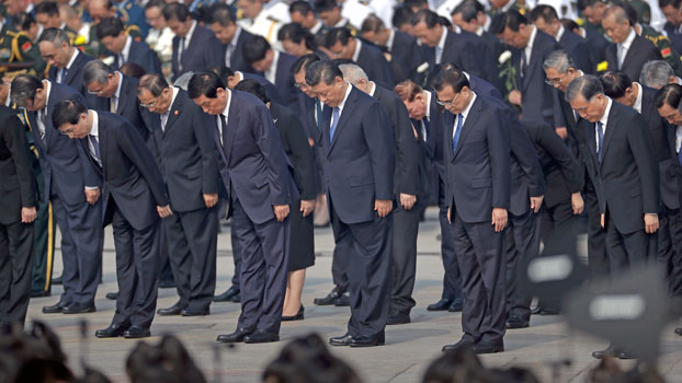 Chinese President Xi Jinping (C) and other officials bow during a ceremony to mark Martyrs' Day at Tiananmen Square in Beijing ahead of a massive celebration of the People's Republic's 70th anniversary, Sept. 30, 2019.