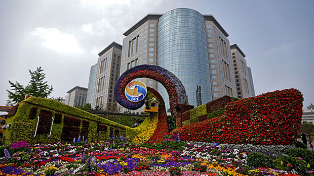 Workers put finishing touches to flower decorations promoting the upcoming Belt and Road Forum in Beijing, April 23, 2019.