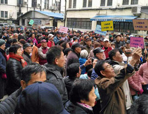 "Chinese who are former ""urban youth"" sent down en masse to the countryside during the Cultural Revolution demonstrate over poor social security and health care 