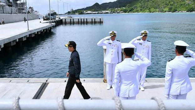 Indonesian President Joko Widodo (left), visits a military base in the Natuna islands, a chain in the South China Sea, amid a diplomatic spat over Chinese ships trespassing in Indonesian waters.