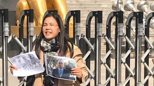 Xu Yan, wife of detained attorney Yu Wensheng, calls for his release outside a court in Xuzhou, a city in the eastern Chinese province of Jiangsu, Oct. 31, 2019.