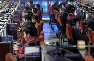 Chinese Web surfers at an Internet cafe in Hefei, in central China's Anhui province, Jan. 25, 2007.