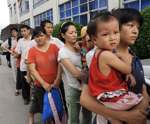 SHENZHEN, China: Parents queue up to have their children checked at Longgang central hospital in Shenzhen, 26  September 2008.