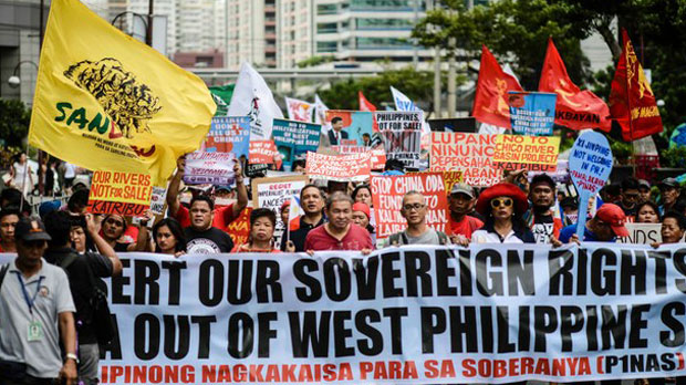 Activists stage a protest in front of the Chinese Embassy in Manila, accusing Beijing of expansionism in the West Philippine Sea (South China Sea), Nov. 20, 2018.