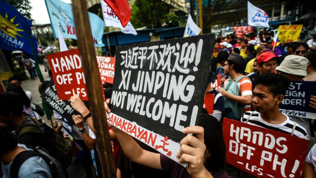 Philippine activists protest a state visit to Manila by Chinese president Xi Jinping, Nov. 20, 2018.