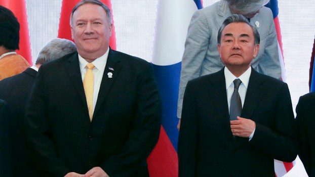 U.S. Secretary of State Mike Pompeo (L) stands next to China's Foreign Minister Wang Yi at the Association of Southeast Asian Nations (ASEAN) Regional Forum (ARF) in Bangkok, Aug. 2, 2019.