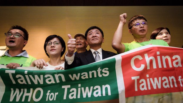 Taiwan's health minister Chen Shih-chung (C) gives a thumb up as he poses with demonstrators on the sideline of the World Health Organization annual Assembly in Geneva, May 21, 2018.