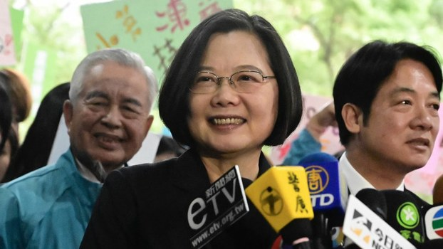 Taiwan's President Tsai Ing-wen (C) speaks after registering as a presidential candidate outside the Central Elections Committee in Taipei, Nov. 19, 2019. Taiwan will elect a new president and parliament on January 11.