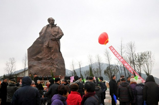 Crowds watch the unveiling of a statue of Hu Yaobang in Taizhou, Zhejiang province, in a file photo.