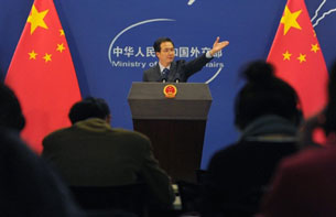 China's Ministry of Foreign Affairs spokesman Hong Lei gives a press briefing in Beijing, Nov. 30, 2010.