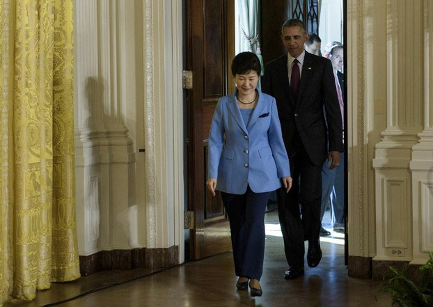 U.S President Barack Obama and South Korean President Park Geun-hye arrive at a news conference at White House Oct. 16, 2015.