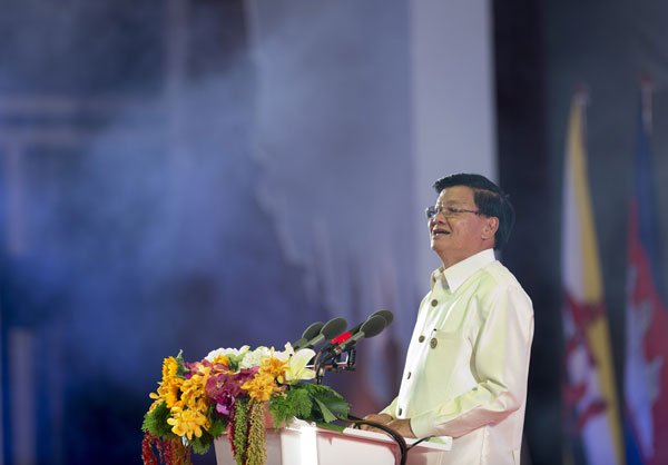 Lao Prime Minister Thongloun Sisoulith speaks during the ASEAN Gala Dinner at the National Convention Center in Vientiane, Sept. 7, 2016.