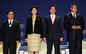 Lao Prime Minister Thongsing Thammavong (l) with leaders (from l to r) of Thailand, Vietnam, and Indonesia at the opening ceremony of the World Economic Forum in Bangkok, May 31, 2012.
