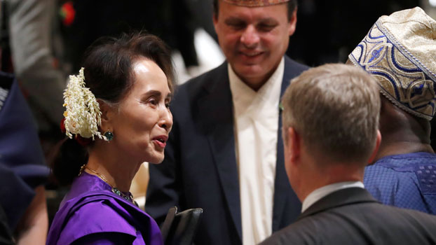 Myanmar's State Counselor Aung San Suu Kyi (C) attends a banquet hosted by Japan's Prime Minister Shinzo Abe and his wife for Japanese Emperor Naruhito at a hotel in Tokyo, Oct. 23, 2019.