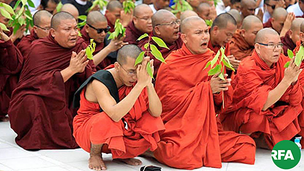 Myanmar supporters of ultra-nationalist monk Wirathu, sought by police on sedition charges, gather to pray at Shwedagon Pagoda in Yangon, May 30, 2019.