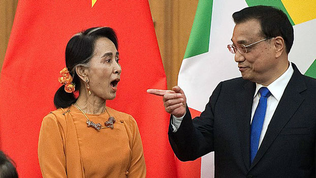 Myanmar State Counselor Aung San Suu Kyi (L) talks with Chinese Premier Li Keqiang (R) during a signing ceremony at the Great Hall of the People in Beijing, May 16, 2017.