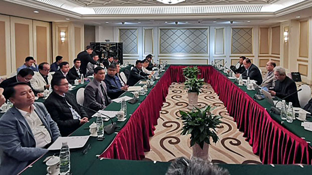 Myanmar peace negotiators hold an informal meeting with delegates from the Northern Alliance in Kunming, southwestern China's Yunnan Province, Feb. 25, 2019.