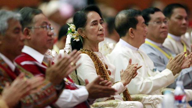 Myanmar's State Counselor Aung San Suu Kyi (C) attends the closing ceremony of the second session of the 21st-Century Panglong Conference in Naypyidaw, May 29, 2017.