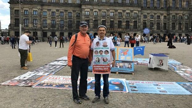 US Ambassador to the Netherlands Pete Hoekstra (L) and Abdurehim Gheni (R) on Amsterdam's Dam Square, July 12, 2020.
