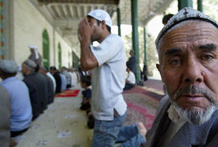 Muslim Uyghurs attend afternoon prayers at the Id Kah Mosque in Kashgar, 17 September 2003, in northwest China's Xinjiang province.