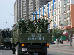 Armed police move into Urumqi, July 8, 2009.